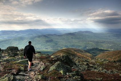 Man-hiking-New-Hampshire-White-Mountains