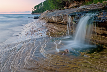 Michigan-Miners-Beach-Cascade-Pictured-Rocks-National-Lakeshore